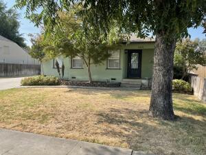 845 E Apricot Avenue, Tulare, CA 93274