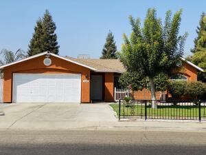 142 W Robin Avenue, Visalia, CA 93291