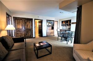 136 Country Club Unit: #323, Mountain Village, CO 81435