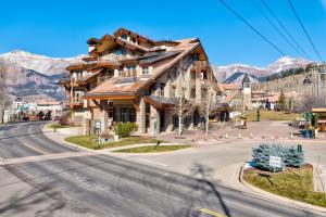 560 Mountain Village Boulevard Unit: 204, Mountain Village, CO 81435