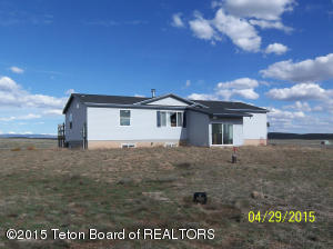 Huge 3 bedroom / 2 bath, on 5 acres, in Green River Ranches.