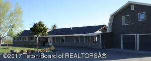 Huge 5 Bedroom, 4 Bath Home located on Redstone New Fork River Road.