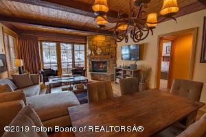 3285 W VILLAGE DR, 206, Teton Village, WY 83025