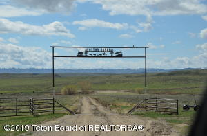 690 POSTON RANCH RD, Riverton, WY 82501