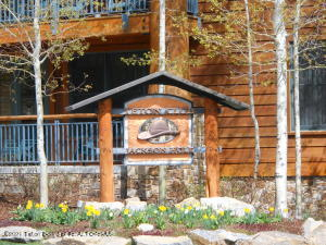 This is a great chance for someone to own 2 weeks (ski/fall) in Teton Village at the Teton Club. Membership comes with many amenities including golf and skiing while in residence. Come and take a look.