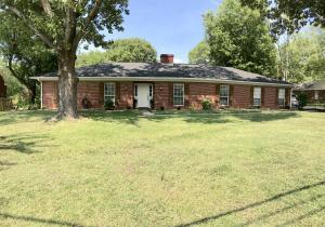 1440 Lakeshire Dr., Tupelo, MS 38804