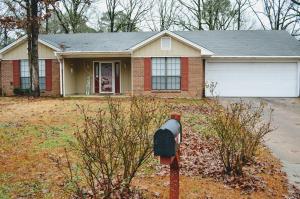 906 Poplarville St., Tupelo, MS 38801