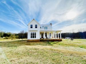 553 Pleasant Dale Road, Thaxton, MS 38871