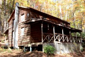 Property for sale at 544 DARK HOLLOW Road, Bulter,  Tennessee 37640