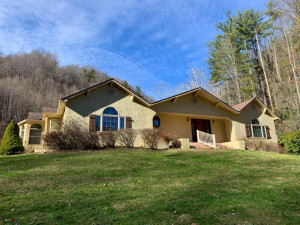 2012 Rice Creek Road, Flag Pond, TN 37657