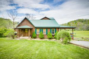 136 Beecher Holtsclaw Road, Roan Mountain, TN 37687