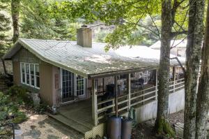 117 Rustic Log Cabin Lane, Roan Mountain, TN 37687