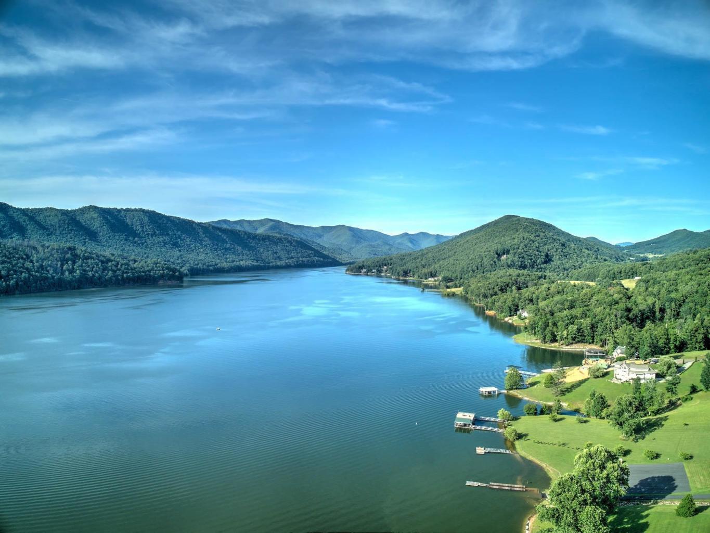 LAKE VIEW, LAKE ACCESS & MOUNTAIN VIEWS!