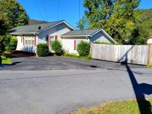 615 Crook Street, Hampton, TN 37658