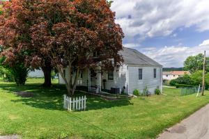 300 FAIRVIEW AVENUE, Masontown, PA 15461