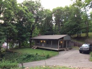 257 Maple Ln, Hopwood, PA 15445