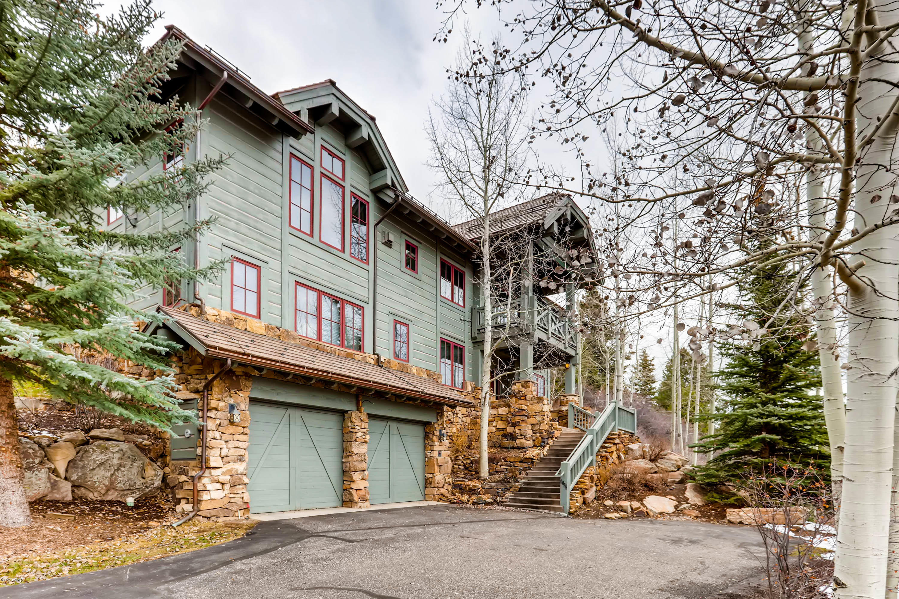 Photo of home for sale at 89 Buckhorn Lane, Avon CO