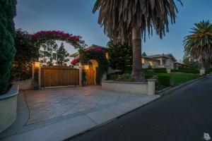 669 Calle Sequoia, Thousand Oaks, CA 91360