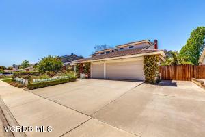 327 Bent Twig Avenue, Camarillo, CA 93012