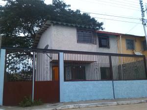Townhouse En Ventaen Santa Teresa, Virgen De Betania 4, Venezuela, VE RAH: 13-9183