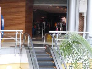 Local Comercial En Ventaen Maracaibo, Avenida Goajira, Venezuela, VE RAH: 14-4332