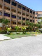 Apartamento En Ventaen Higuerote, Higuerote, Venezuela, VE RAH: 14-7376