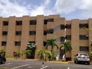 Apartamento En Ventaen Higuerote, Carenero, Venezuela, VE RAH: 14-8944