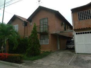 Casa En Ventaen Guatire, La Esperanza, Venezuela, VE RAH: 14-10637