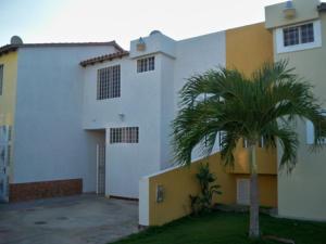 Townhouse En Ventaen Margarita, Sector San Lorenzo, Venezuela, VE RAH: 14-11153