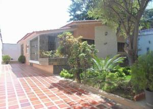 Casa En Ventaen Parroquia Caraballeda, Palmar Este, Venezuela, VE RAH: 15-1034