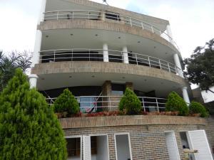 Casa En Ventaen Caracas, Cumbres De Curumo, Venezuela, VE RAH: 15-1143