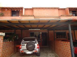 Townhouse En Ventaen Guatire, El Encantado, Venezuela, VE RAH: 15-6681