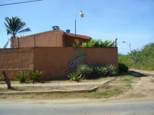 Townhouse En Ventaen Margarita, Guacuco, Venezuela, VE RAH: 15-12357