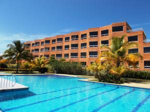 Apartamento En Ventaen Higuerote, Carenero, Venezuela, VE RAH: 15-16154