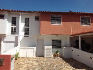 Townhouse En Ventaen Margarita, Porlamar, Venezuela, VE RAH: 16-2425