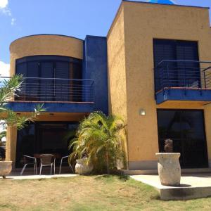 Townhouse En Ventaen Higuerote, Puerto Encantado, Venezuela, VE RAH: 16-3537