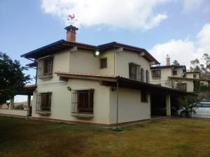 Casa En Ventaen San Antonio De Los Altos, Club De Campo, Venezuela, VE RAH: 16-4237