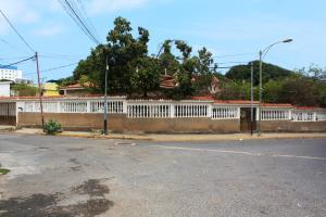 Casa En Ventaen Parroquia Caraballeda, Palmar Este, Venezuela, VE RAH: 16-5087