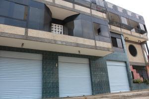 Edificio En Ventaen Parroquia Caraballeda, Palmar Este, Venezuela, VE RAH: 16-5435