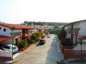Casa En Ventaen Margarita, El Paraiso, Venezuela, VE RAH: 16-6542