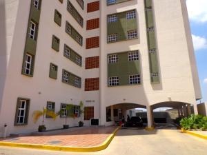 Apartamento En Ventaen Maracaibo, Avenida Goajira, Venezuela, VE RAH: 16-8385