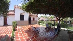 Townhouse En Ventaen Higuerote, Via Curiepe, Venezuela, VE RAH: 16-7758