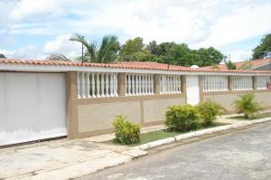 Casa En Ventaen Higuerote, Club Campestre El Paraiso, Venezuela, VE RAH: 16-8825
