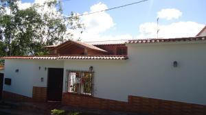 Casa En Ventaen San Antonio De Los Altos, Altos De La Peña, Venezuela, VE RAH: 16-10201