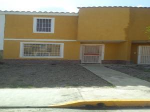 Townhouse En Ventaen Municipio Autonomo Rafael Urdaneta, Parque Residencial Villa Falcon, Venezuela, VE RAH: 16-10579