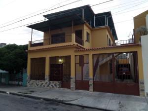 Casa En Ventaen Maracay, Zona Centro, Venezuela, VE RAH: 16-10745