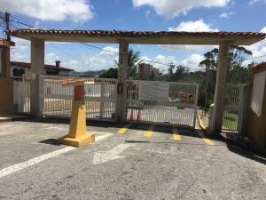 Terreno En Ventaen San Antonio De Los Altos, San Juan, Venezuela, VE RAH: 16-10828