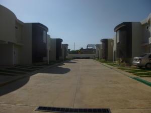 Townhouse En Ventaen Ciudad Ojeda, La 'l', Venezuela, VE RAH: 15-10585