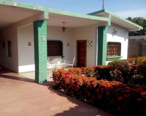 Casa En Ventaen Cabimas, Santa Clara, Venezuela, VE RAH: 16-11785