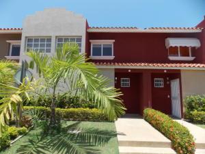Casa En Ventaen Higuerote, Puerto Encantado, Venezuela, VE RAH: 16-12183